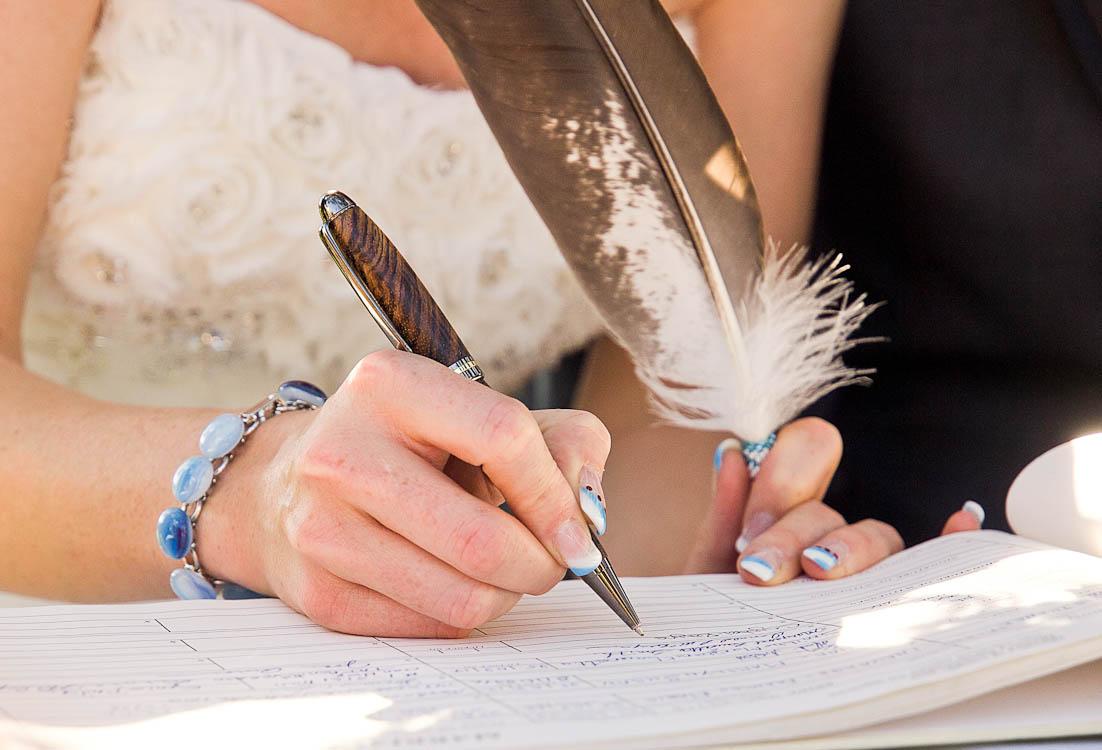 Sau khi đăng ký kết hôn, cả hai chính thức thành vợ chồng trên pháp luật